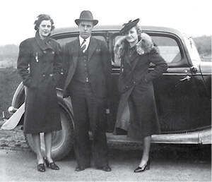 Mom, Uncle Lee, Aunt ColineG.psd
